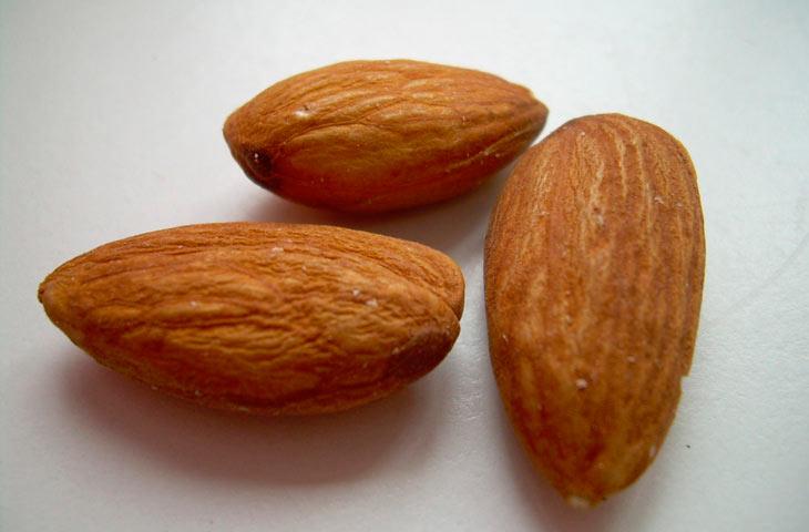 Десять продуктов, которые помогут похудеть миндаль almonds