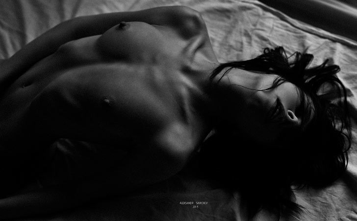 Завораживающие фото обнаженных девушек от Александра Савичева