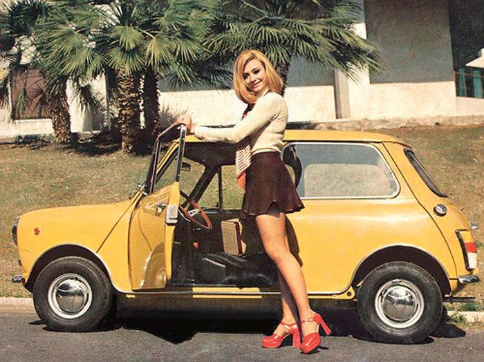 Олдскульные снимки красоток с автомобилями