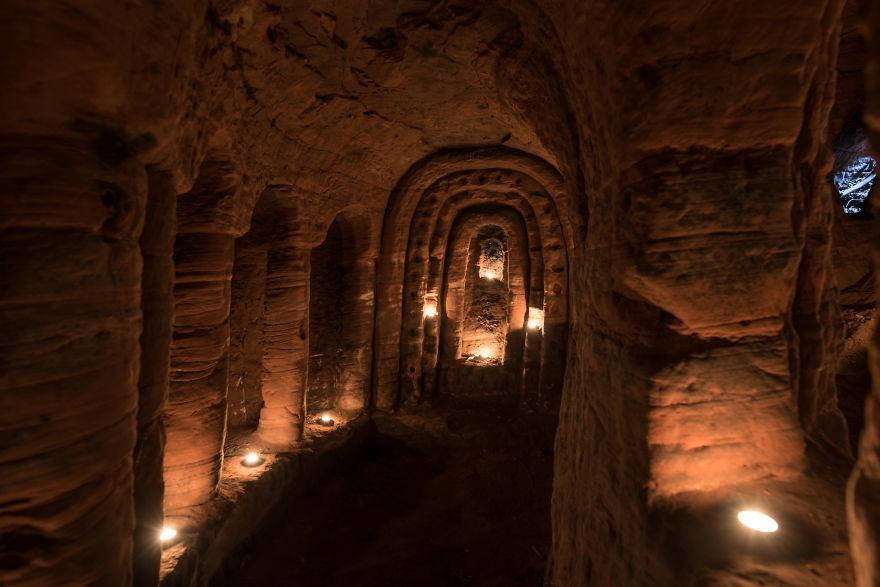 Кроличья нора оказалась входом в 700-летнюю тайную пещеру рыцарей-тамплиеров