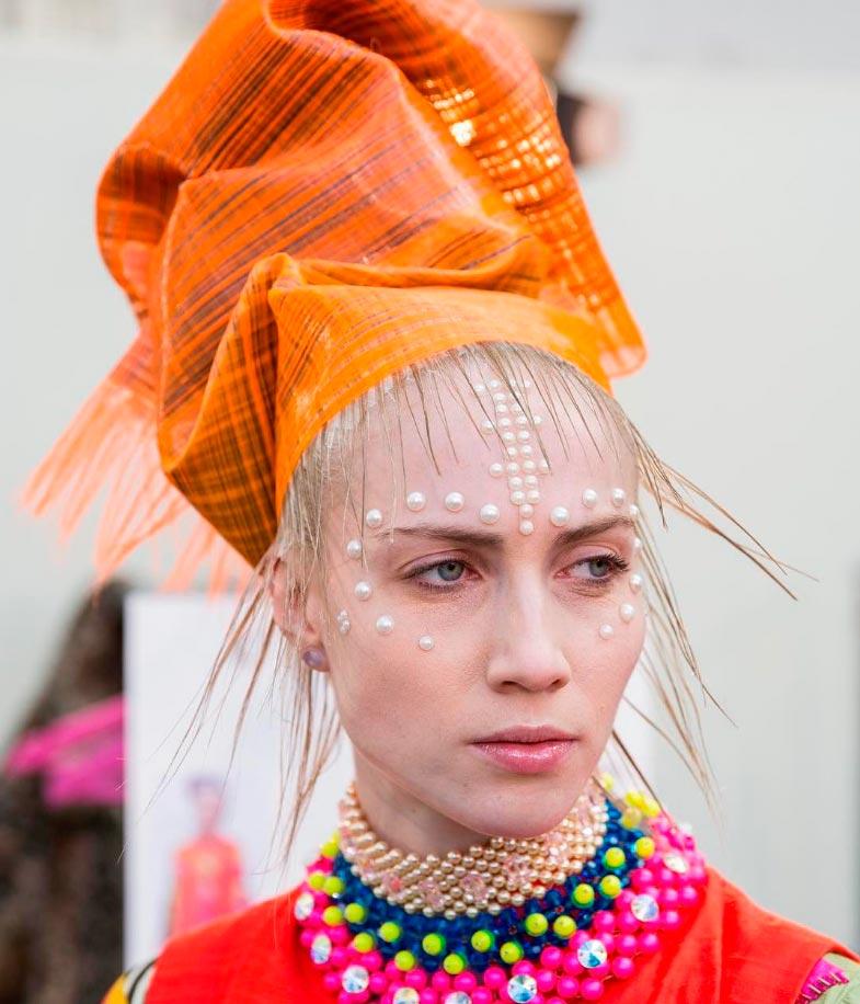 Неземная красота: 15 макияжей с Парижской недели моды Manish Arora