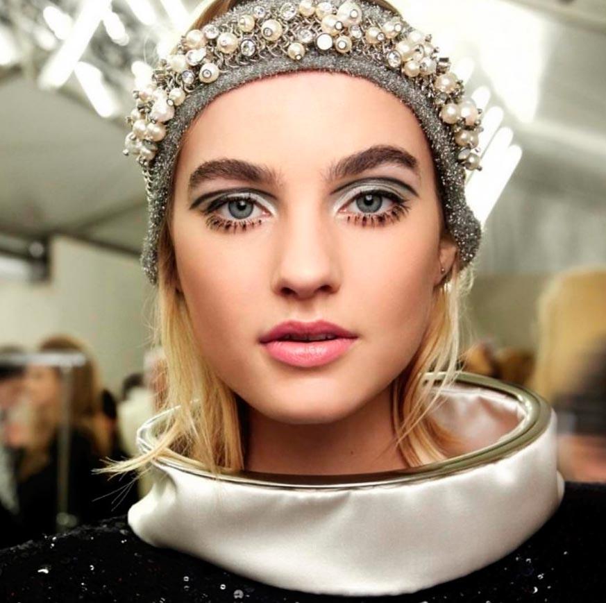 Неземная красота: 15 макияжей с Парижской недели моды Chanel
