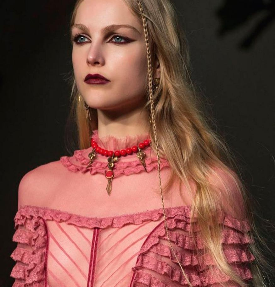 Неземная красота: 15 макияжей с Парижской недели моды Valentino