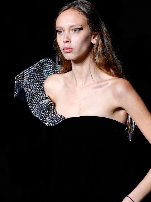 Неземная красота: 15 макияжей с Парижской недели моды Saint Laurent