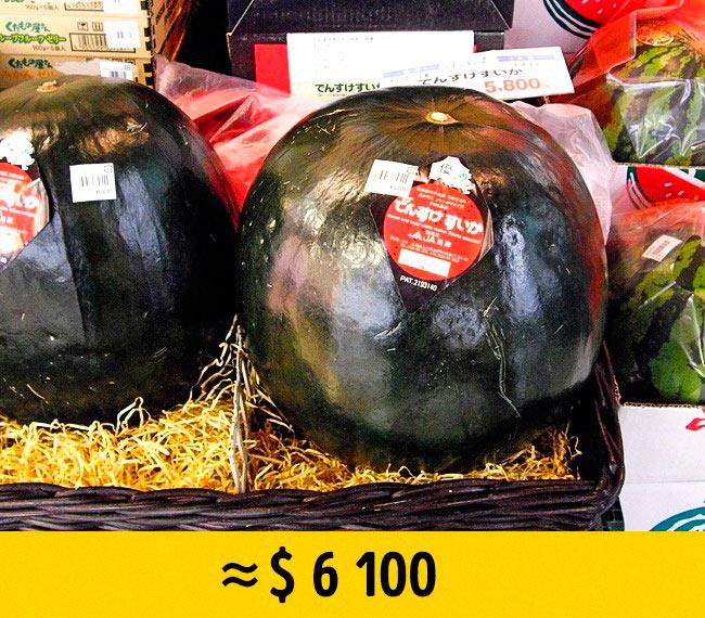 10 редких фруктов, которые стоят возмутительно дорого Черный арбуз Densuke black watermelon densuke