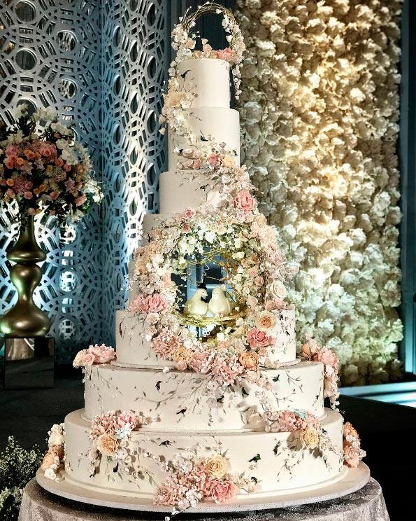 Самые сложные свадебные торты всех времён
