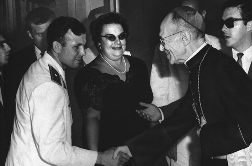 Юрий Гагарин с послаником Ватикана в Гаване. 1961 год День Космонавтики