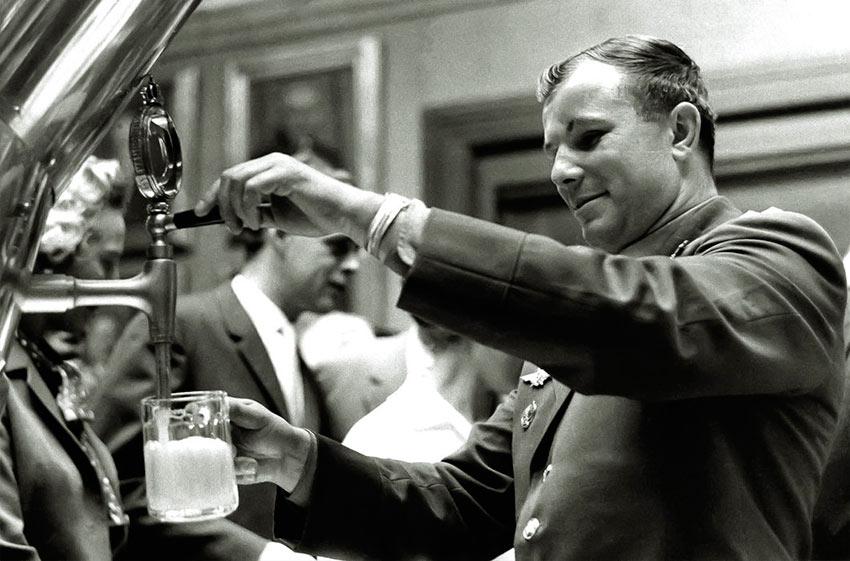 На пивоварне «Карлсберг» в Дании. 1962 год День Космонавтики