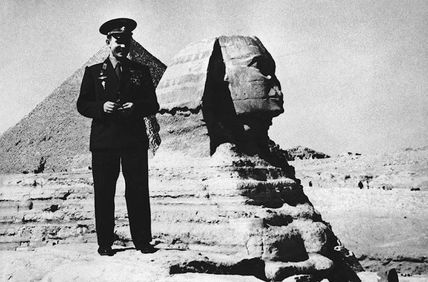 Гагарин на фоне Сфинкса. Египет. День Космонавтики