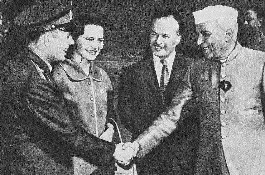 Юрий Гагарин с Валентиной Гагариной и премьер-министром Индии Джавахарлалом Неру