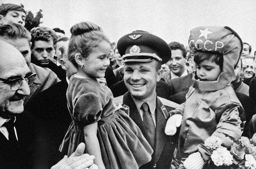 Юрий Гагарин во время своего визита во Францию в 1963 году