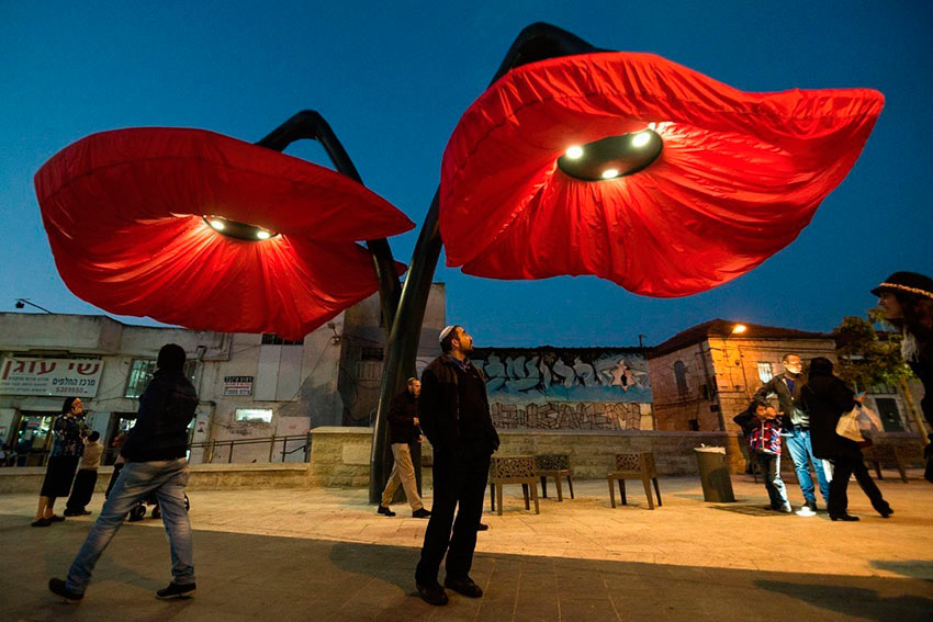 фонари в виде цветов раскрываются lantern