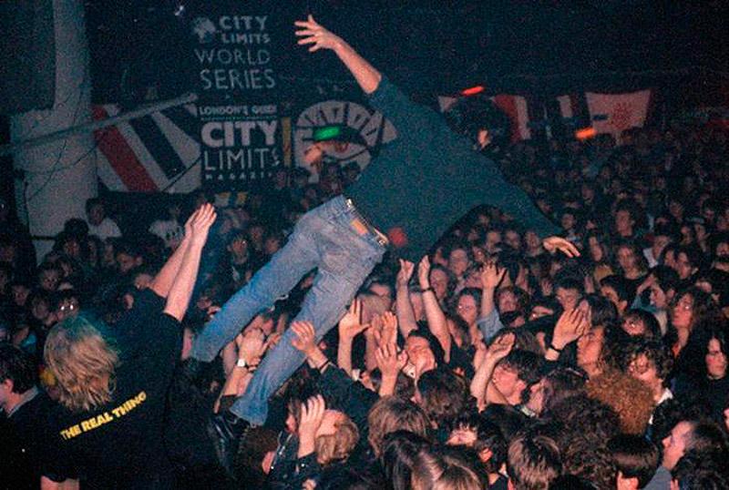 Поклонники на одном из лондонских концертов nirvana