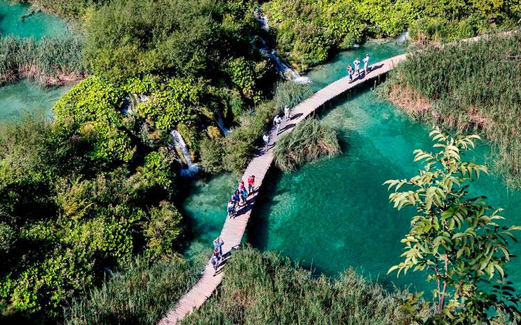 13 мест с самой красивой водой на планете Национальный парк Плитвицкие озера Хорватия plitvicka jezera