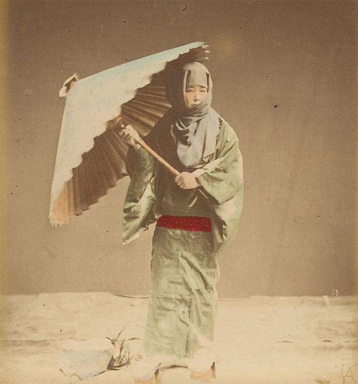 Провинциальная жизнь Японии 1870-х годов в цветных фотографиях уличный менестрель provincial japan street minstrel