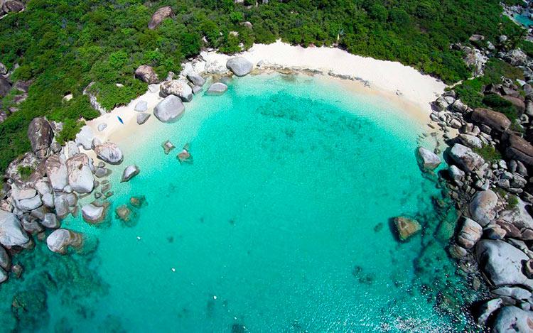 13 мест с самой красивой водой на планете Бухта Дьявола остров Верджин-Горда Британские Виргинские острова virgin gorda