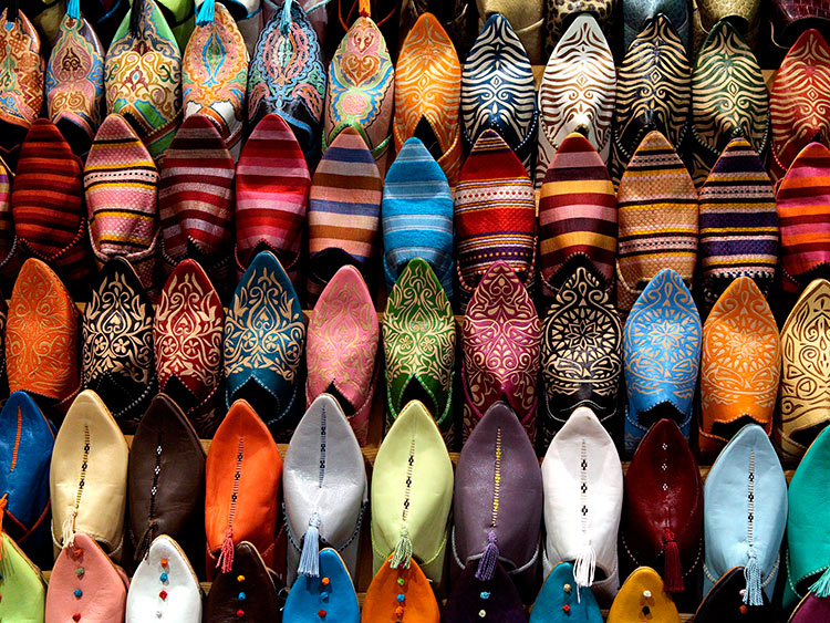 прекрасное Марокко марокканские «бабуши» на рынке Марракеша beautiful Morocco