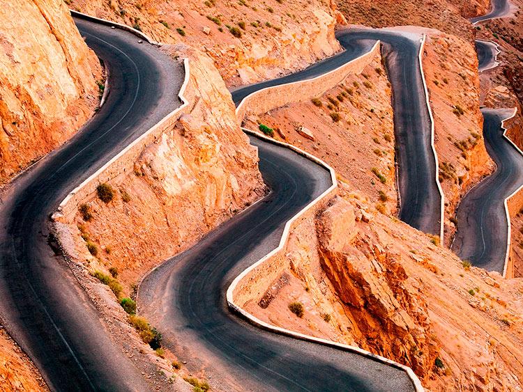 прекрасное Марокко горный серпантин в ущелье Дадес горы Высокий Атлас beautiful Morocco