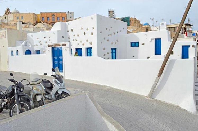 Какой дом можно купить за 300 000$ в разных странах Санторини, Греция