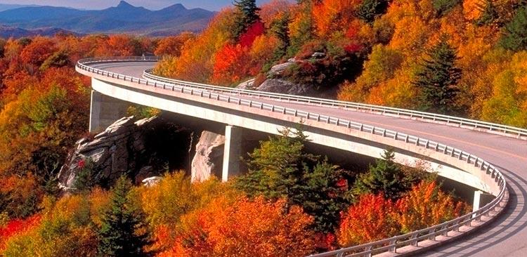 Захватывающие дороги Блу-Ридж-Паркуэй, Вирджиния — Северная Каролина.