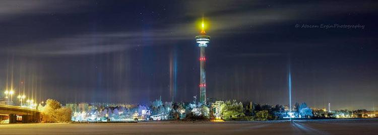 Столбы света в ночном небе над Южной Финляндией