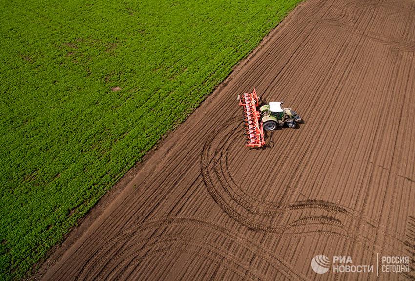 Лучшие фотографии апреля посевная и весенние полевые работы на полях в Краснодарском крае