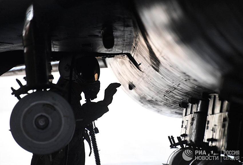 """Лучшие фотографии апреля Истребитель Миг-21 сирийских военно-воздушных сил на аэродроме """"Шайрат"""""""