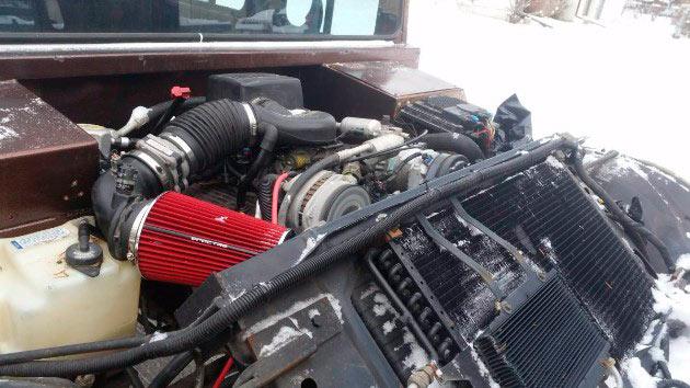 В продажу выставлен шестидверный Hummer H1