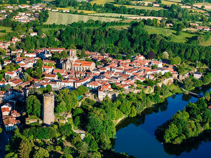 Самые красивые маленькие городки Франции Вуван