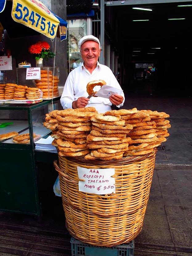 Продавцы уличной еды из разных уголков планеты продавец симитов, в Греции (Афины).