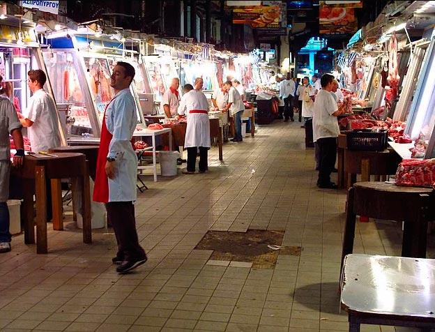 Продавцы уличной еды из разных уголков планеты мясник центрального рынка в Афинах (Греция).