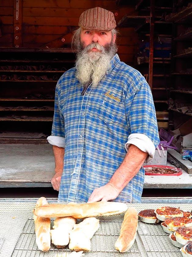 Продавцы уличной еды из разных уголков планеты пекарь в городе Шалон-сюр-Сон (Франция).