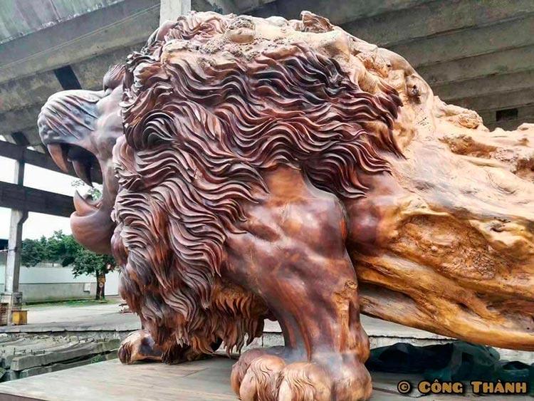 Восточный лев – крупнейшая деревянная скульптура в мире