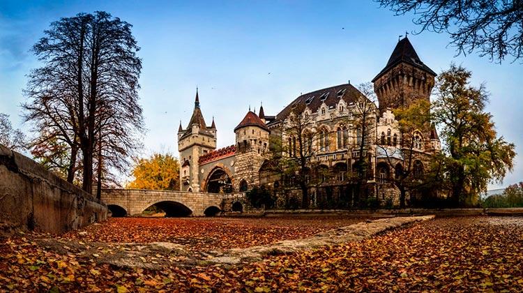 Замечательная Венгрия Замок Вайдахуняд, Будапешт.