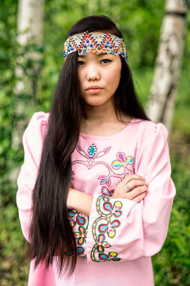 Коренные народы Сибири Негидальская девушка