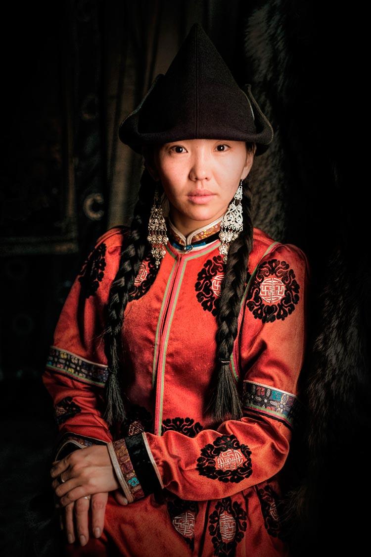 Коренные народы Сибири Бурятская девушка