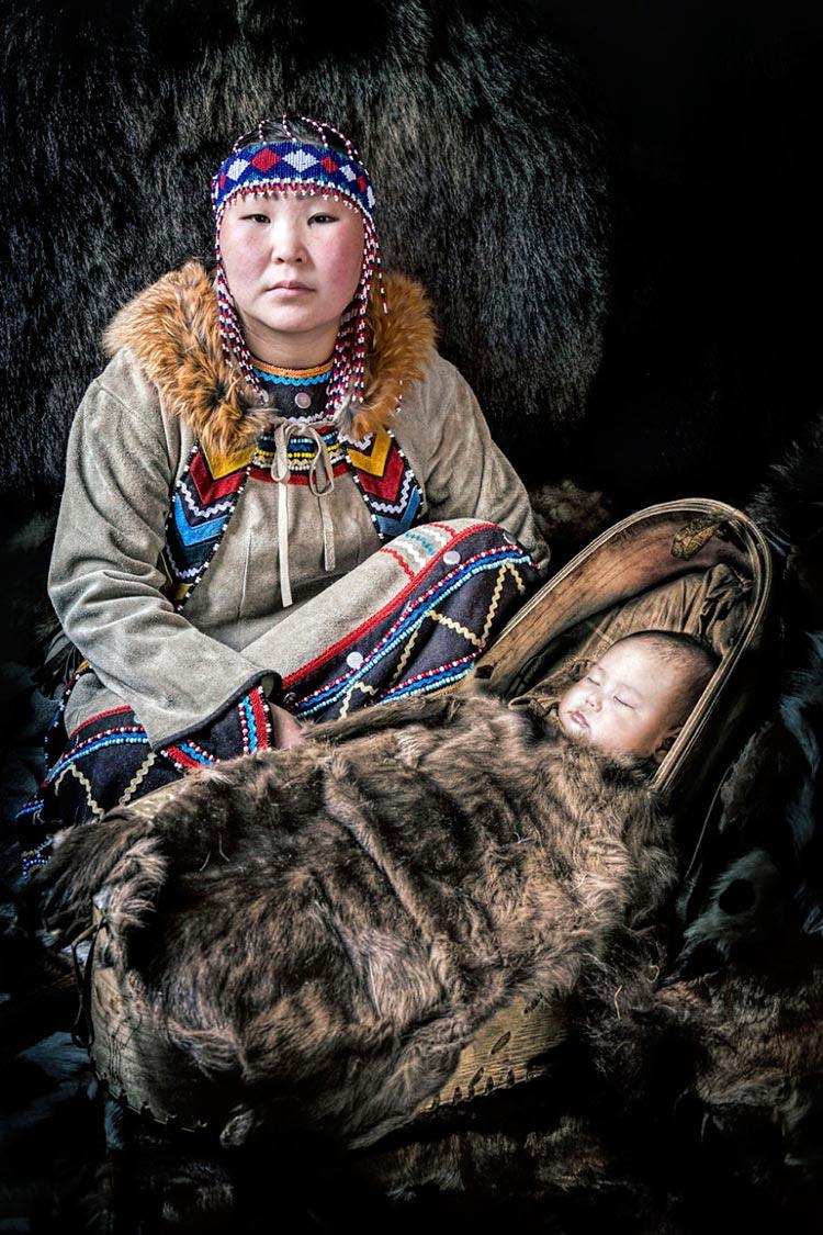 Коренные народы Сибири Мама с ребёнком, эвенки