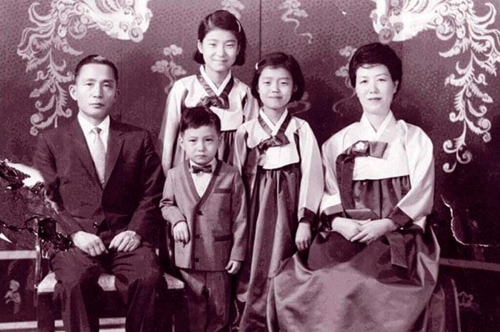 Портреты мировых лидеров Пак Кын Хе