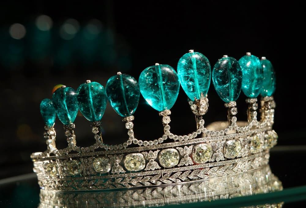 Самые дорогие украшения в мире Тиара с изумрудами и бриллиантами