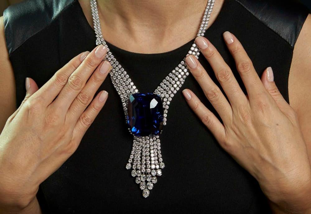 Самые дорогие украшения в мире Голубая красавица Азии