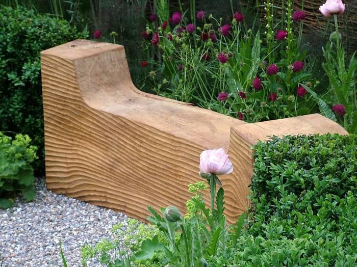 20 примеров самодельной деревянной садовой мебели Лавочка из цельного куска древесины
