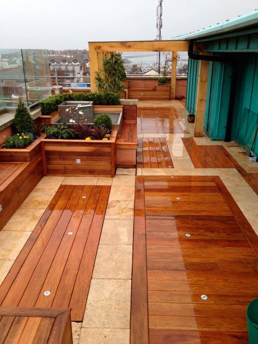 20 примеров самодельной деревянной садовой мебели Веранда обшитая дорогой древесиной