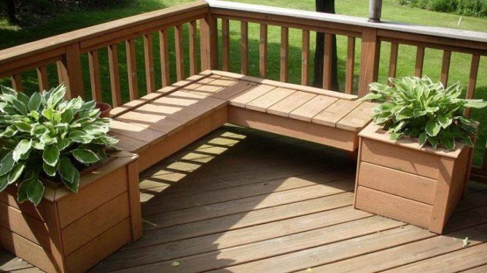 20 примеров самодельной садовой мебели из дерева Лавочка из светлой породы древесины