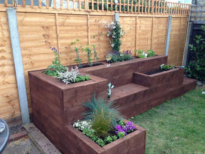 20 примеров самодельной садовой мебели  Многофункциональная деревянная конструкция