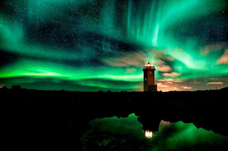 Самые красивые маяки мира в северном сиянии, Исландия