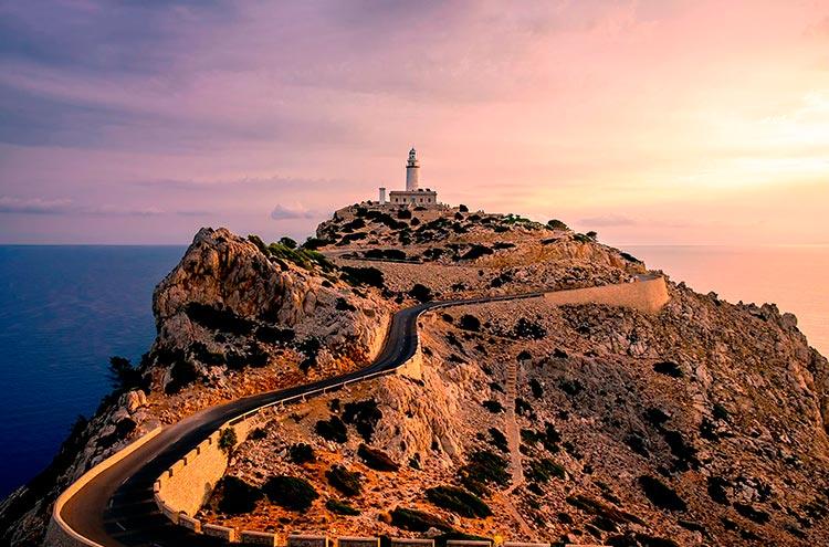 Самые красивые маяки мира на мысе Форментор, Майорка, Испания
