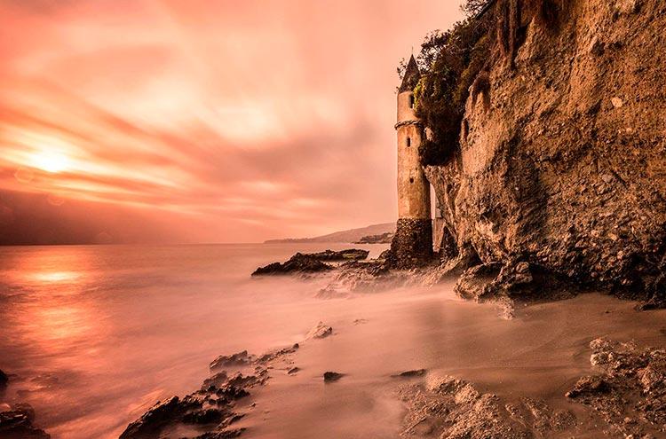 Самые красивые маяки мира Виктория-Бич, Калифорния, США