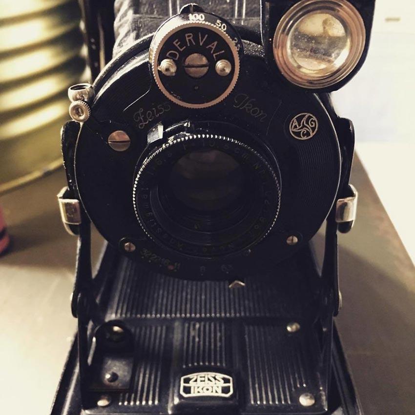 Фотоаппарат 1929 года, с непроявленной пленкой внутри...