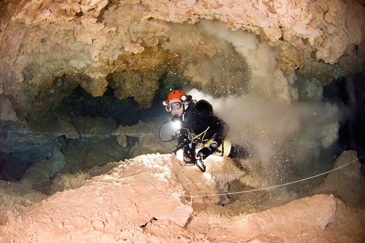 Испанский дайвер провел под водой два дня без кислорода