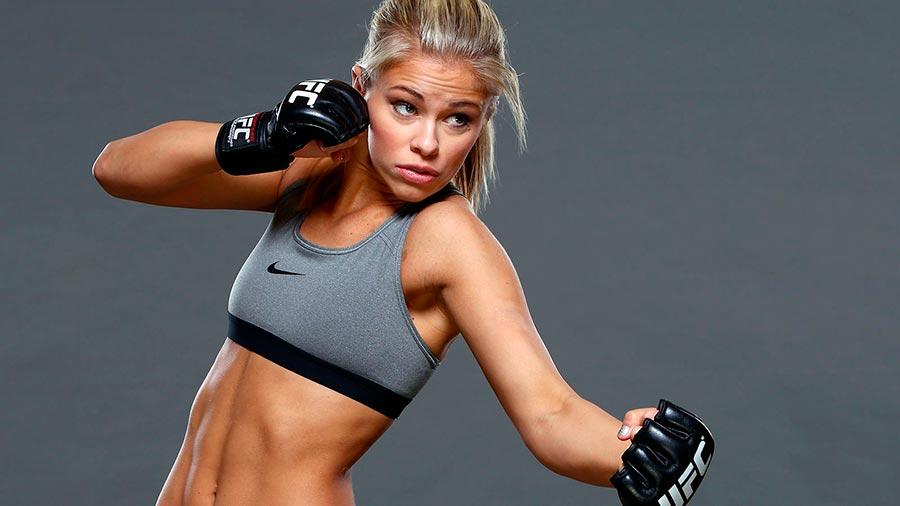 Пейдж ушла из колледжа чтобы тренироваться и соревноваться на чемпионате UFC.